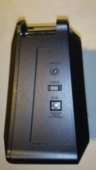 """rechte Seite: Kopfhöreranschluß (deaktiviert die normale Tonausgabe, kann also nicht für """"in-ear"""" Monitoring verwendet werden), Hauptschalter und Netzanschluß"""